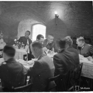 Aamiainen Pyöreässä Tornissa ulkolaisille sanomalehtimiehille. Viipuri 22-11-39