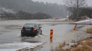 bil trotsar avstängd väg på sannäsvägen i borgå 12.02.2016