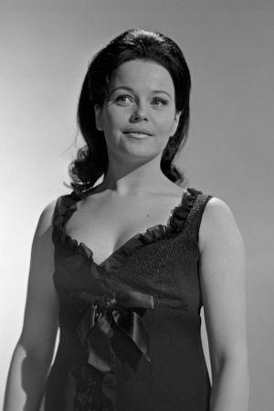 Carola Standertskjöld laulaa Suomen euroviisukarsinnassa.