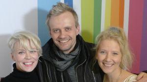 Kuunkuiskaajat Johanna Hytti ja Susan Aho sekä Antti Karhumäki Levylautakunnassa