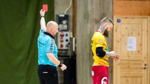 Teemu Tamminen fick ett rött kort i den fjärde handbollsfinalen våren 2019.