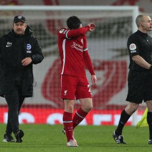 Liverpools stjärnback Andrew Robertson efter slutsignalen mot Brighton.