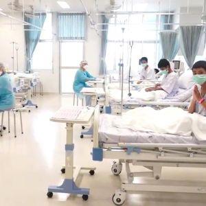 Thaipojkarna som räddats ur grottan är nu på sjukhus.