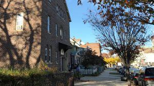 Kyrkan Lighthouse Assembly of God ligger i ett vanligt bostadsomåde i Newark i USA.