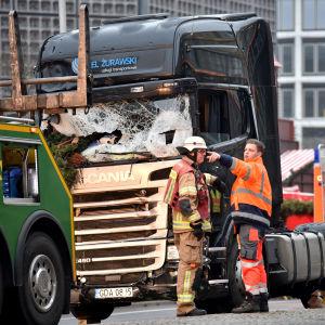 Lastbil körde in i folkmassa i Berlin den 19 december 2016. 12 personer dog.