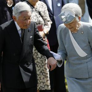 Kejsar Akihito ochj kejsarinnan Michiko på besök i Filippinerna i januari 2016.