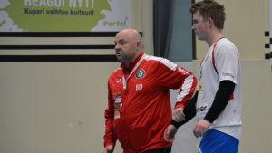 Boris Dvorsek leder Samuel Leandersson, PIF-träningar, januari 2018.