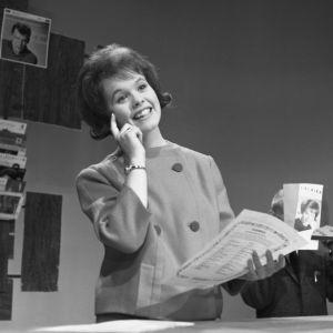 Ann-Christine Nyström laulaa Iskelmäkarusellissa 1962.