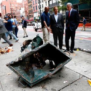 New Yorks borgmästare Bill de Blasio och delstaten New Yorks guvernör Andrew Cuomo inspekterar skadorna efter explosionen den 18 september.