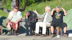 """En scen ur Shakespeares """"En midsomamrnattsdröm"""" omgjord av Bobo Lundén."""