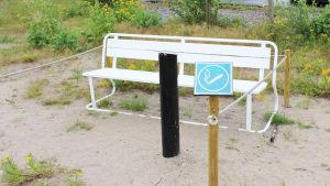 Avskilt område för rökare på strand