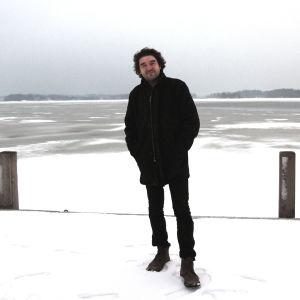 Mikko Mäntyniemi Helsingin edustalla, koko kuva