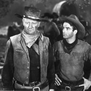 John Wayne ja Montgomery Clift elokuvassa Punainen virta