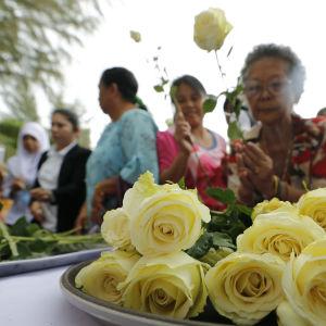 Thailändsk minnesstund i Baan Nam Khem i Phang Nga, Thailand.