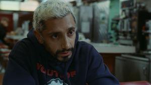 Näyttlijä, muusikko Riz Ahmed elokuvassa Sound of Metal