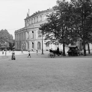 I. K. Inhan valokuvassa Ruotsalainen teatteri