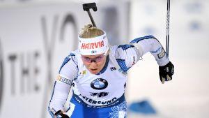 Mari Eder åker skidor i världscupen.