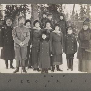 Familjeporträtt på vintern vid residensen Tsarskoje Selo.