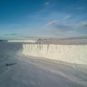 Glaciärkant i Antarktis.