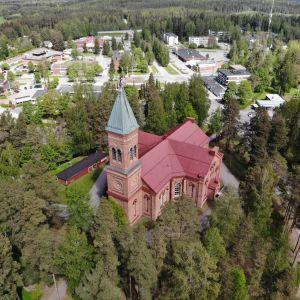 Lopen uusi kirkko ilmasta kuvattuna.