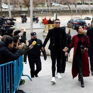 Cristiano Ronaldo på väg till domstolen i Madrid