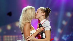 Foto från Krista Siegfrids uppträdande vid Eurovision Song Contest 2013.