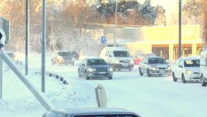 Knäckt trafikljusstolpe i Jakobstad.