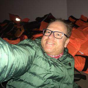 Selfie i Timo Wrights installation Kharon