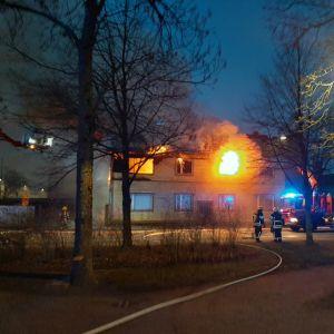 Hus brinner i Borgå 08.04.2020