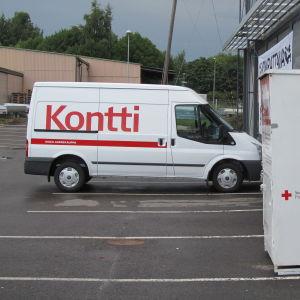 Bild på bil med Kontti-text.