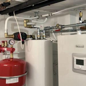 Luft-vattenvärmepump i källare.