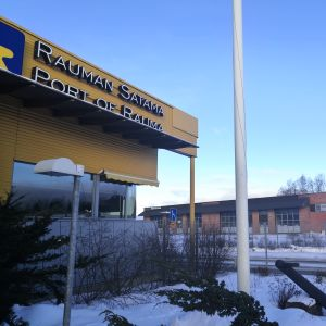 En byggnad i Raumo hamn.