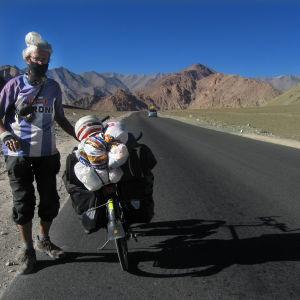 Matti Rämö polkupyörällä Himalajalla