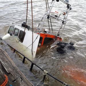 Båt har sjunkit utanför Alholmen i Jakobstad.