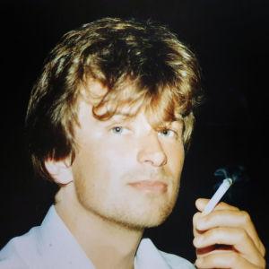 Ung Kjell Westö med cigg