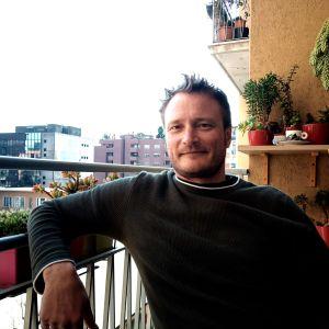 Ulf Nygren på sin balkong i Milano i Italien.