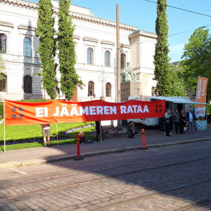 Demonstranter utanför Ständerhuset
