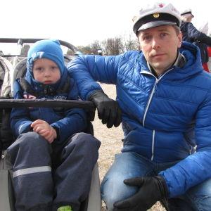 Calle (pojken) och Casper Röihö.