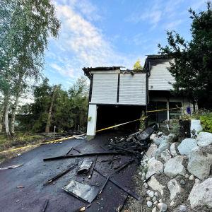 Ett brandskadat hus i Estbacka