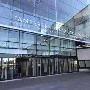 Tampereen yliopistollisen sairaalan pääovi