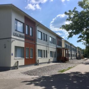 Lohjan yhteislyseon lukios barackskola i Lojo.