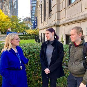 Studenter och biträdande professor vid Finnish Studies-enheten i Toronto University