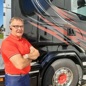 Björn Sundqvist säger att chaufförerna numera knappt träffar någon på nära håll då man lastar och lossar.