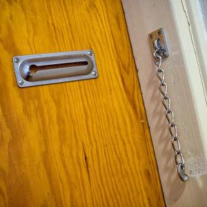 Varmuusketju ovessa