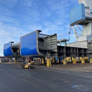 Delar av nya kvarkenfärjan Aurora Botnia på varvet i Raumo.