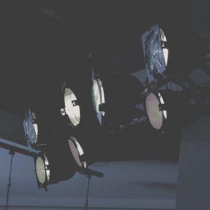 Lampor som belyser.