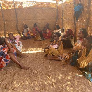 Kvinnor i flyktingläger i Tigray.