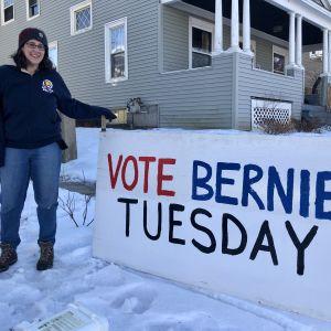 Sanderssupportern Elizabeth Ropp framför sitt hem i Manchester, New Hampshire.