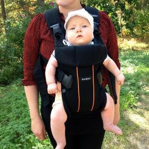 Vauva rintarepussa