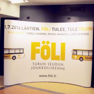 Reklamskylt på Åboregionens kollektivtrafik Föli